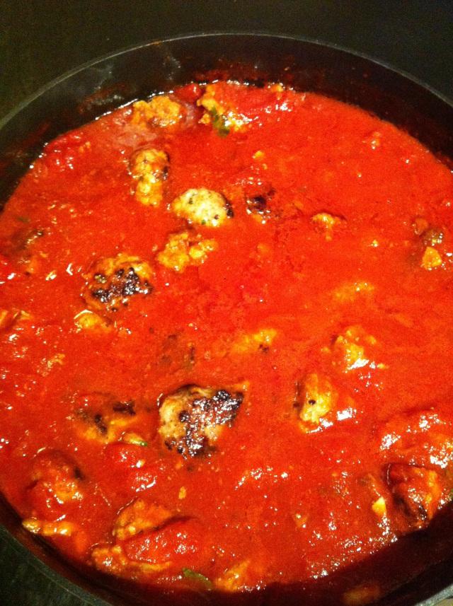 Spagetti med kødboller meatballs