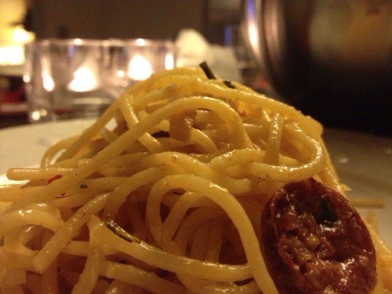 Spaghetti med bacon og chorizo carbonara